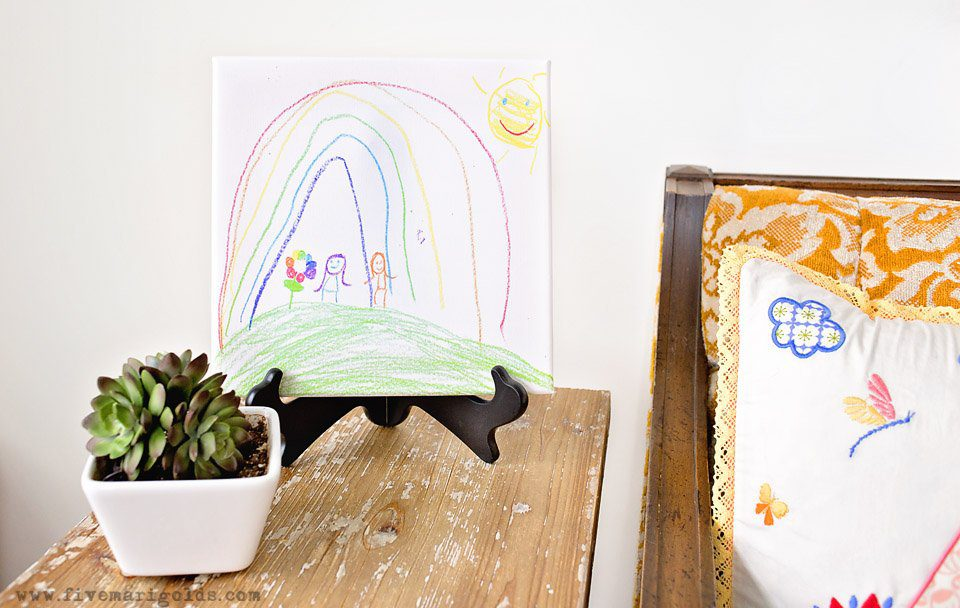Homemade Mother's Day gifts: DIY kid friendly art canvas for Mother's Day