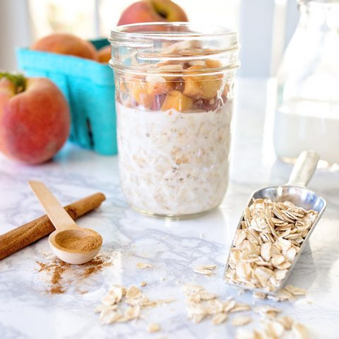 Peaches 'n Cream Overnight Oats - Simple Pure Vanilla in my clean Peaches 'N Cream Overnight Oats recipe - perfect for busy weekday mornings. | Five Marigolds