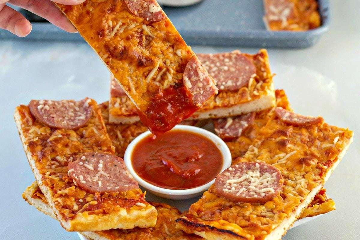 pizza stick with marinara dipping sauce